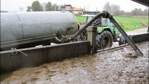 Debido a las lluvias del ultimo mes, las explotaciones ganaderas agotan la capacidad de sus fosas de purín al no poder aplicarlo